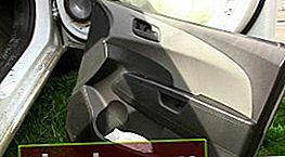 Rimozione e installazione del rivestimento della portiera Chevrolet Aveo T300
