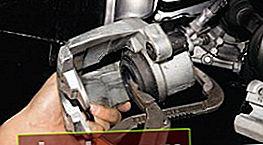 Sostituzione delle pastiglie dei freni anteriori su una Ford Focus 2