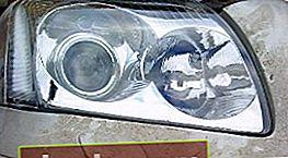 Sostituzione delle lampadine nel faro Avensis